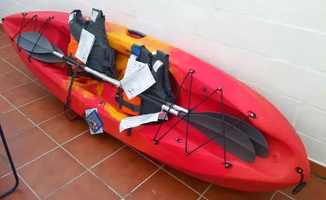 kayak rigido rojo