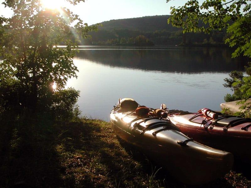 kayak de pesca en lago
