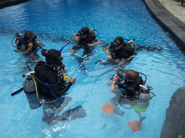 curso buceo en piscina