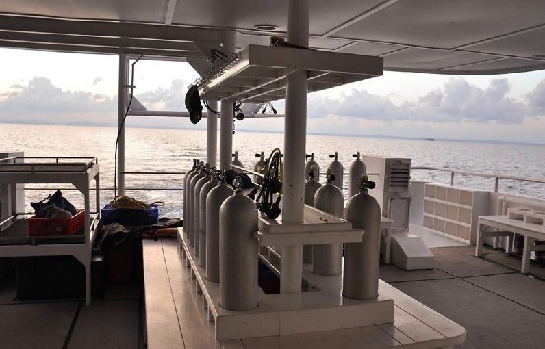 crucero liveaboard botellas